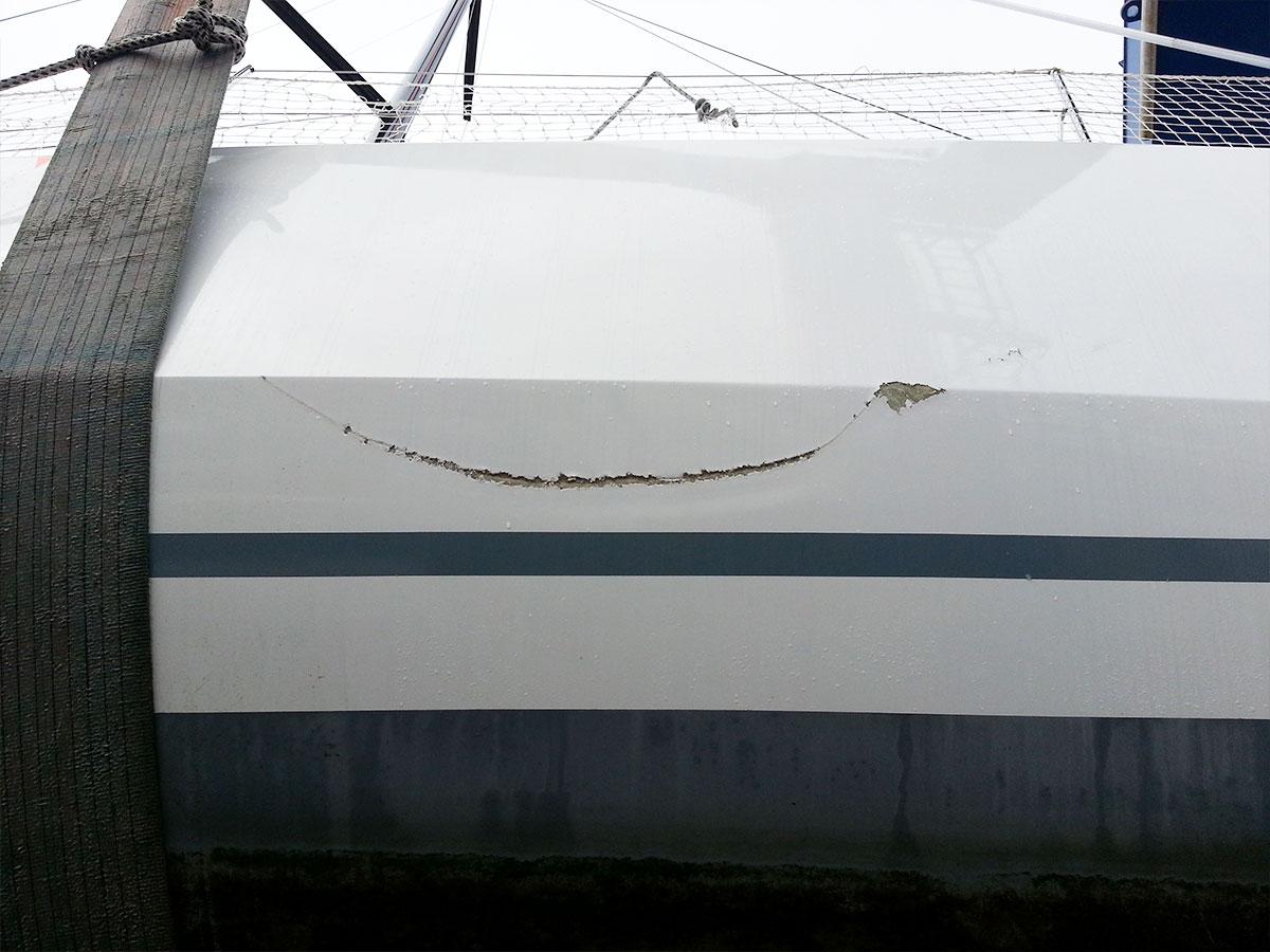 12-pogo_12.50-avarie-sinistre-avant_reparation-choc_franc_bord-atout_nautisme-chantier_naval_lorient