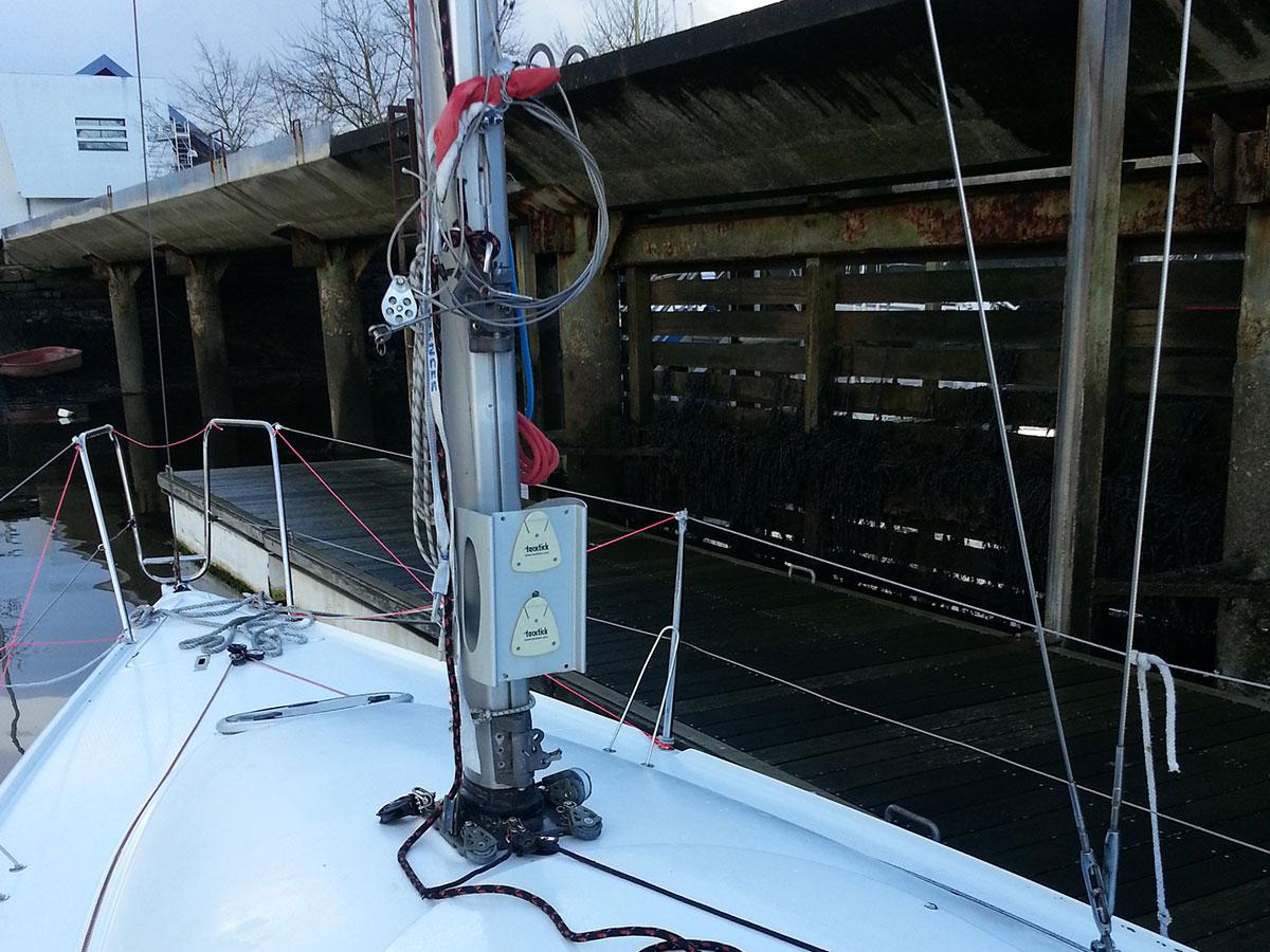 Dématage d'un bateau de série - atout nautisme - chantier naval lorient