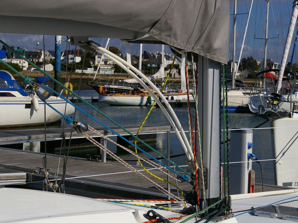 Travaux de gréement sur Pogo 8.50 - atout nautisme - chantier naval lorient